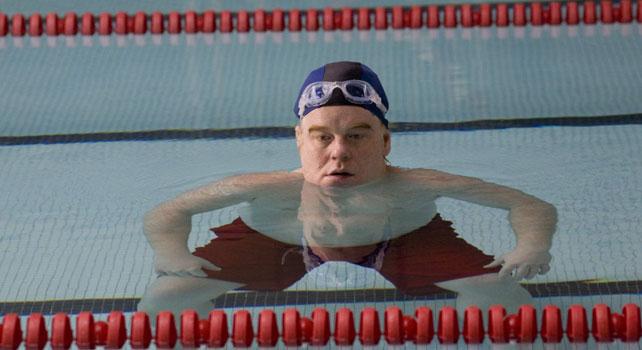 Philip Seymour Hoffman en una piscina
