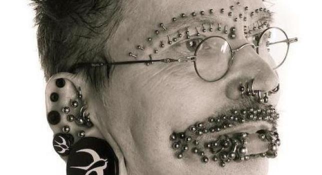 Rolf Buchholz, el hombre piercing