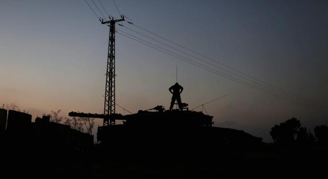 Tanque israelí al atardecer