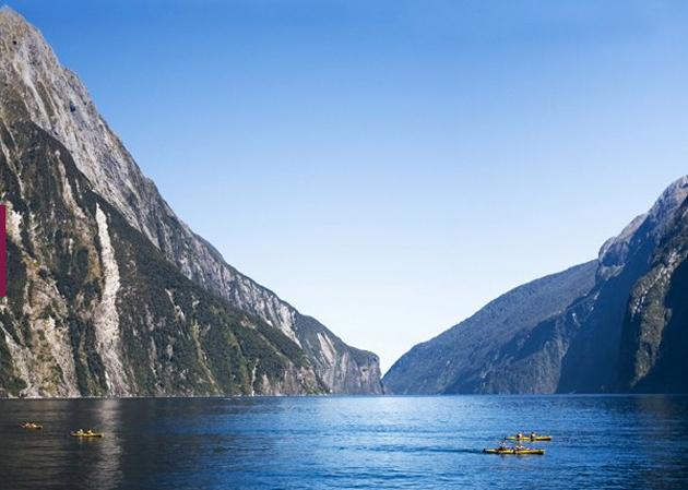 Navegar en un Kayak entre las impresionantes vistas de Milford Sound (Nueva Zelanda) es el destino otro de los destinos de la lista, por detrás de la visita a las Pirámides del país del Nilo