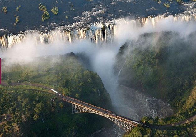 Un vertiginoso salto desde las Cataratas Victoria de Zimbabue