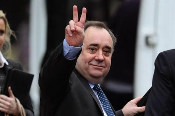 Primer Ministro Alex Salmond simbolo de victoria