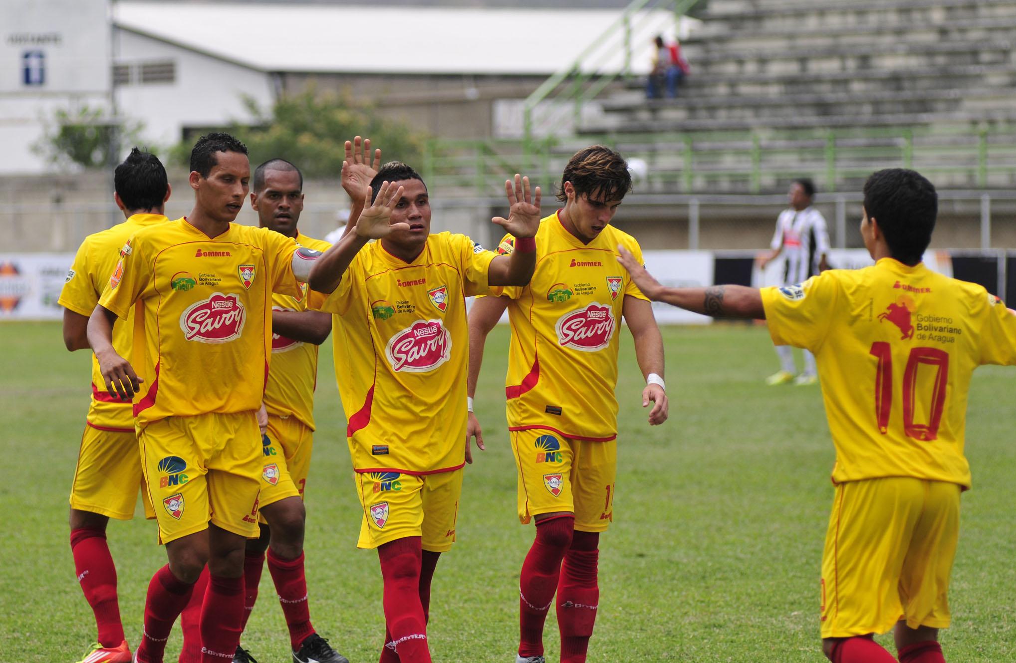 Jugadores del Aragua FC con Chinkungunya