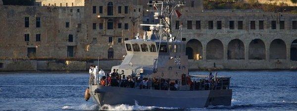 Autoridades de Malta rescatan naufragio