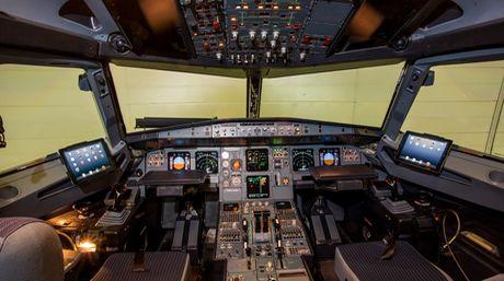 Cabina de mando de un avión