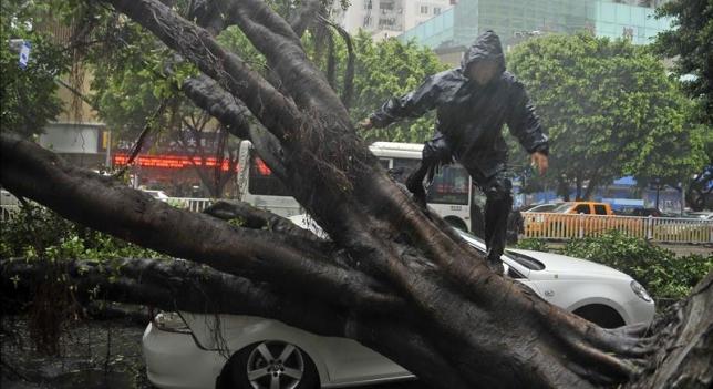 China bajo alerta naranja por tifón