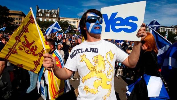 Personas manifiestan a favor de independencia Escocia
