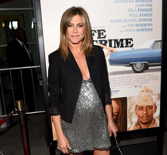 Jeniffer Aniston luciendo posible embarazo