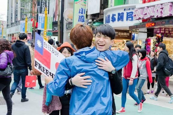 Koichi Kuwabara el joven reparte abrazos