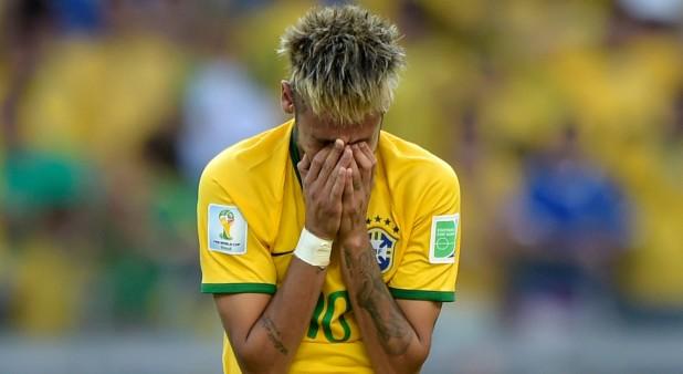 Neymar lamenta el fallo de un gol