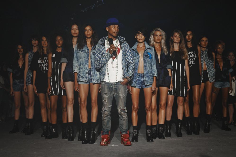 Pharrell Williams en la semana de la moda en nueva york