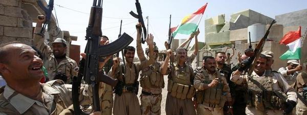 Peshmergas celebran conquista de una ciudad