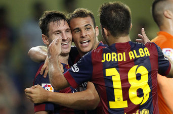 Messi y Sandro celebran gol
