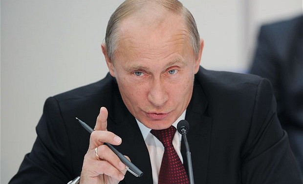 Vladimir Putin con gesto de advertencia