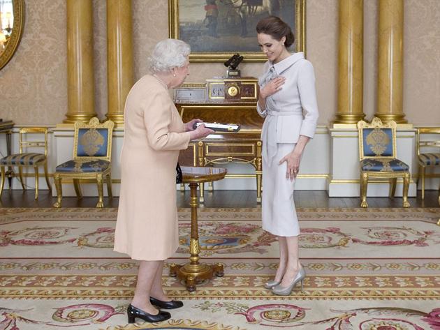 """Angelina Jolie es nombrada """"dama de honor"""""""