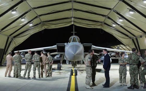 Primer Ministro Británico en base aérea en Chipre