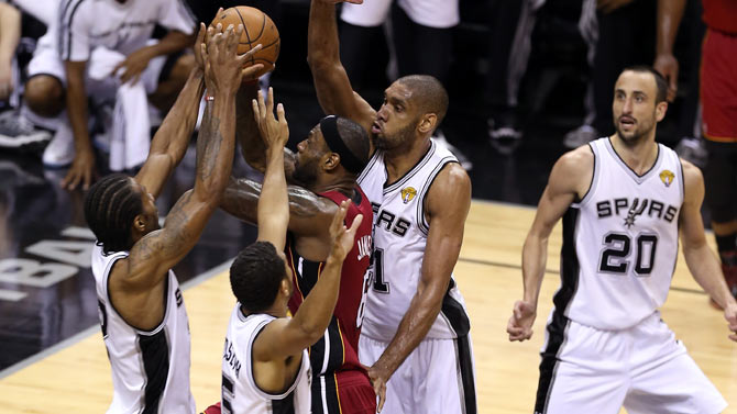Le Bron James con los Spurs