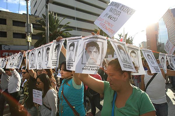 Marcha de protesta en México por estudiantes de Iguala