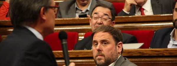 Oriol Junqueras mira a Artur Mas en el Parlament