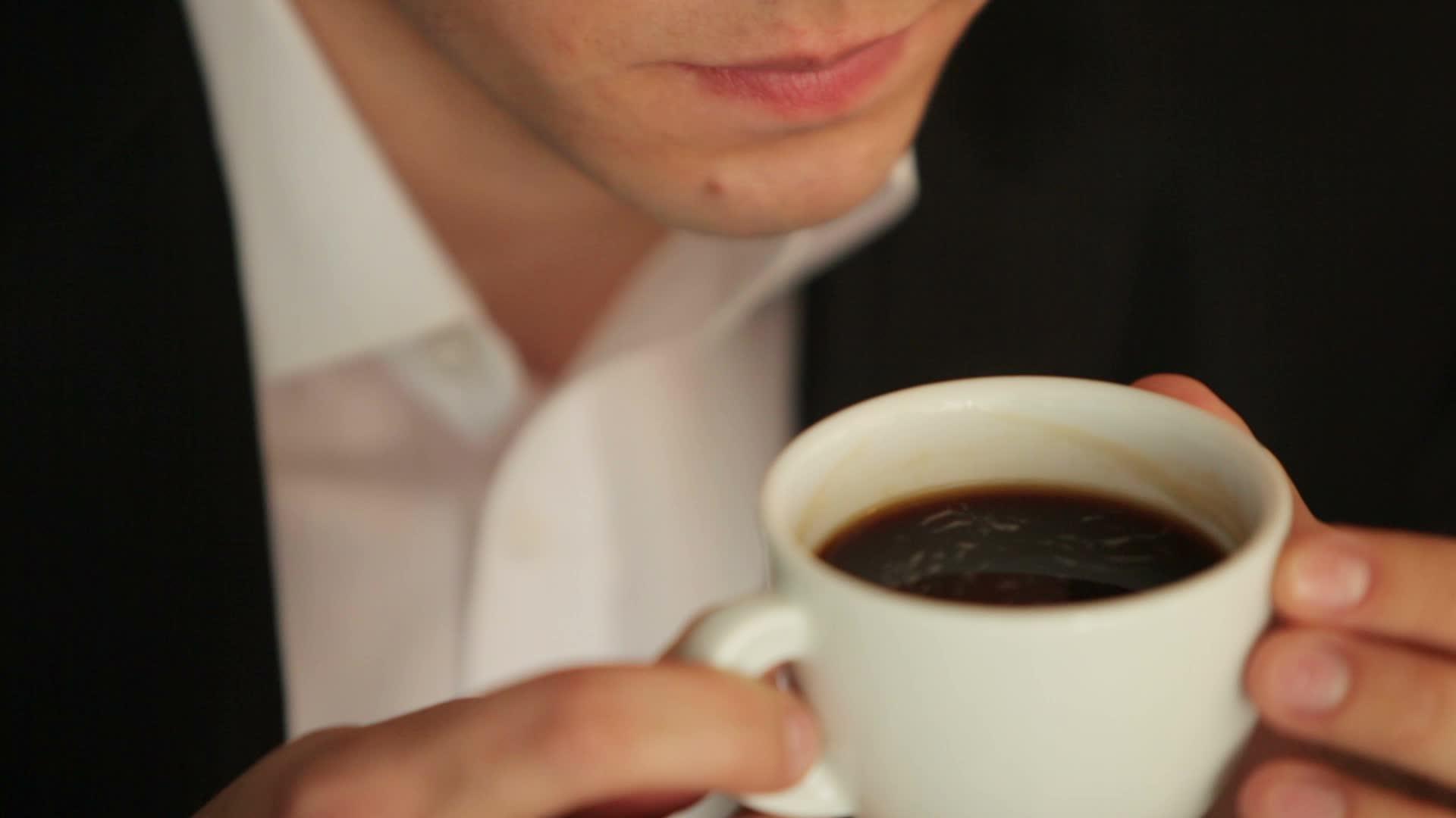 Atención hombres: El café reduce el riesgo de impotencia