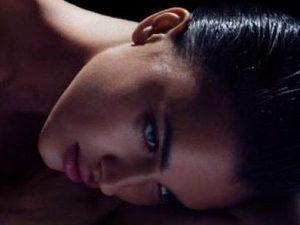 La modelo, Irina Shayk y ex pareja del famoso futbolista Cristiano Ronaldo sigue causando polémica. Desde que finalizó su relación con la estrella del balompié no ha deja de aparecer en los medios, bien sea por su trabajo o por su vinculo sentimental con el actor Bradley Cooper.