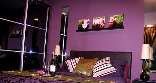 Un cuarto pintado de morado garantiza m s horas de sexo for Habitacion que utiliza un conserje